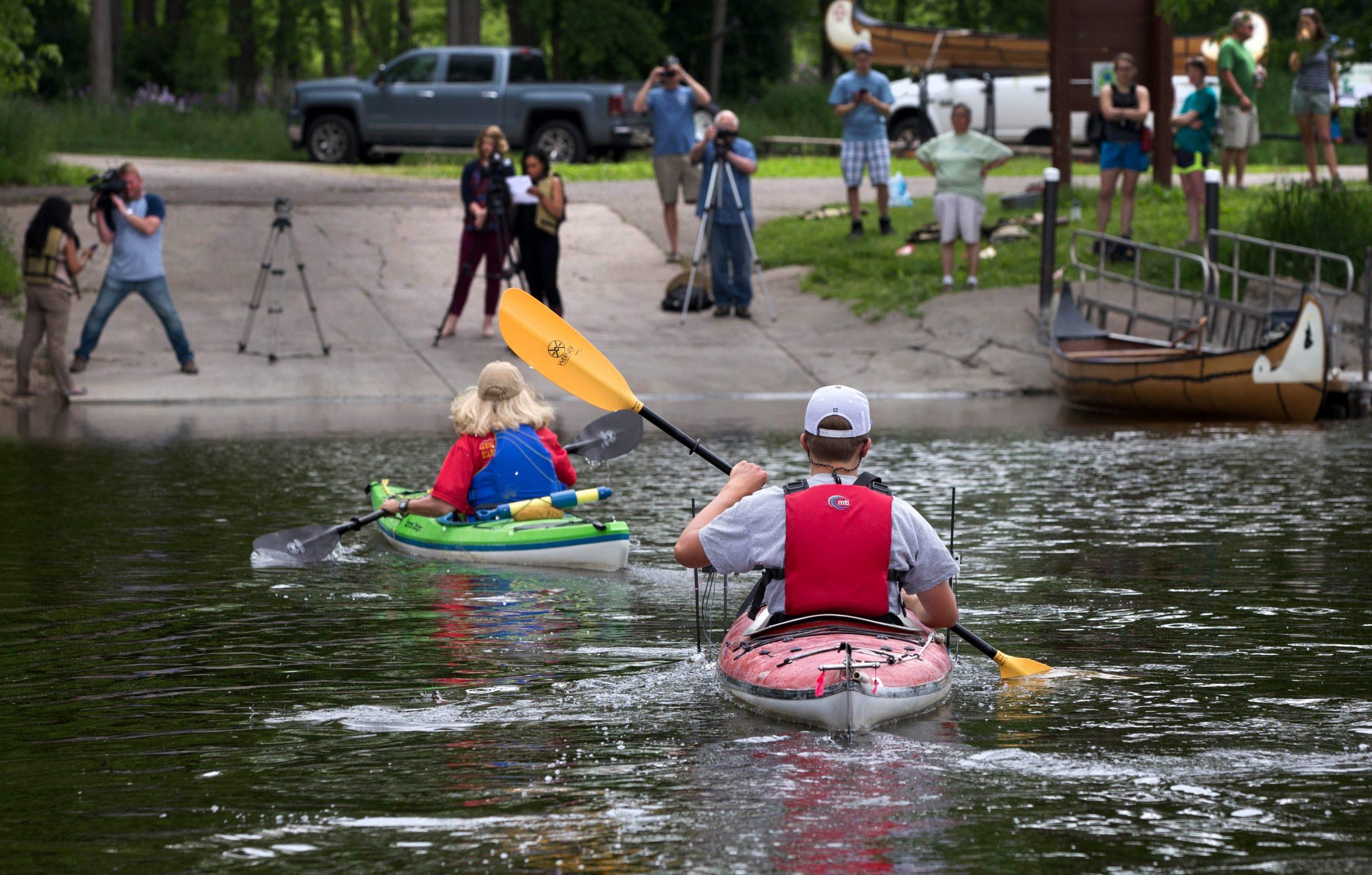 Paddle crew arriving in Janesville. Photo by Craig Schreiner